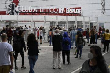 Argentina supera los 2 millones de casos de covid-19