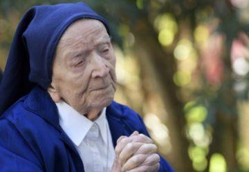 Monja francesa cumple 117 años tras sobrevivir al covid