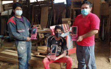 Carpintero renueva oferta: Soportes de madera ideales para clases virtuales