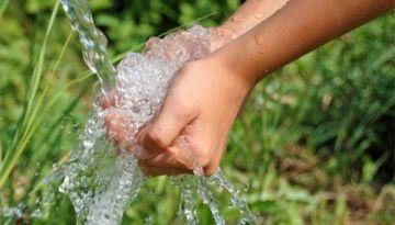 Juez agroambiental ordena restituir el uso del agua a una pareja de adultos mayores en Potosí