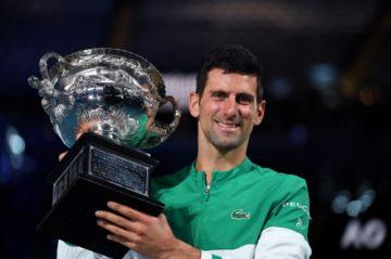 Djokovic conquista el Abierto de Australia, su 18º título de Grand Slam, tras derrotar a Medvedev