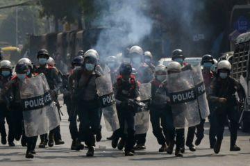 Al menos seis muertos en violenta represión de manifestaciones en Birmania