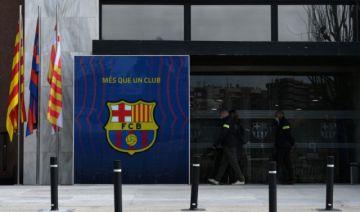 Policía registra oficinas del club Barcelona y detiene a Bartomeu