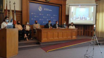Uruguay inicia vacunación contra el covid con educadores, militares, policías y bomberos