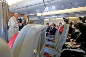 Papa llegó a Roma tras histórico viaje a Irak