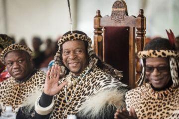 Muere el rey de los zulúes de Sudáfrica, venerado pero también controvertido