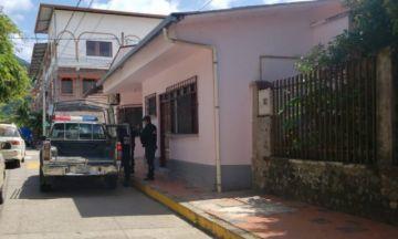 Policía ingresa a la casa de la madre del exministro Núñez para aprehenderlo