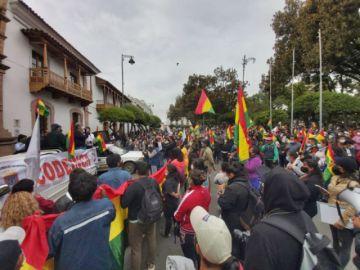 Con marcha, en Sucre exigen la promulgación de la Ley de Elapas y rechazan detención de exautoridades