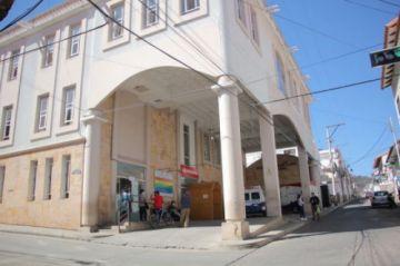 Hospital Santa Bárbara cambia de director; trabajadores rechazan decisión del Sedes