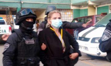 La justicia decide ampliar a 6 meses la detención preventiva de Áñez y la de dos de sus exministros