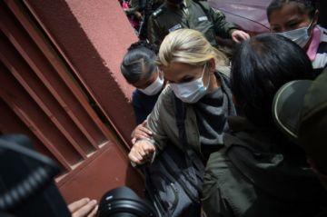 Defensa de Áñez presenta queja ante tribunal para que se la traslade a una clínica