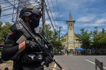 Explota una bomba en la puerta de una catedral indonesia tras la misa de Ramos