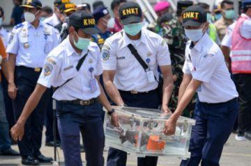 Hallan segunda caja negra del avión accidentado en enero en Indonesia