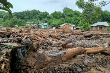 Más de 90 muertos y decenas de desaparecidos en inundaciones en Indonesia y Timor Oriental