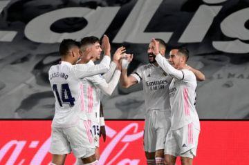 El Real Madrid gana el clásico y salta a la punta de España