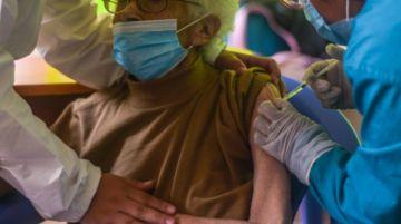 Viceministerio ve maltrato a adultos mayores en centros de vacunación anticovid de CNS en La Paz
