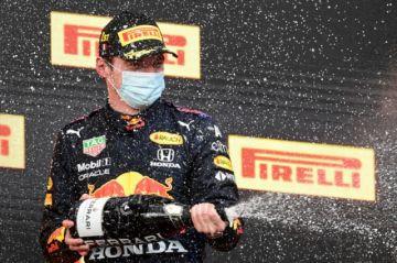 Verstappen gana un convulso GP de Emilia-Romaña, Hamilton segundo