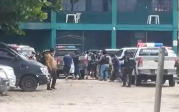 Cae banda criminal que poseía armas y uniformes de la Policía antidroga en Santa Cruz