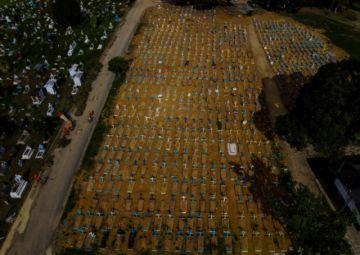 Brasil supera las 400 mil muertes por covid-19, sin ver el final del túnel