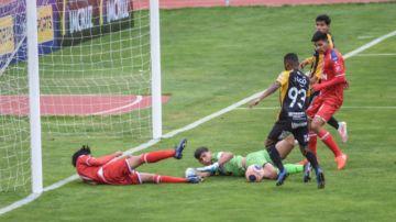 The Strongest y Royal Pari protagonizan un nuevo bochorno en el fútbol boliviano