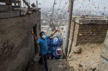 Investigan en Perú vacunación irregular  con jeringas vacías