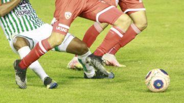 Diez clubes licencian a sus jugadores y la División Profesional seguirá paralizada