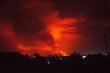 Río de lava alcanza aeropuerto tras erupción de volcán en Congo