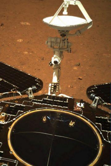 El explorador chino en Marte comienza a recorrer el Planeta Rojo