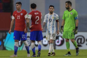 Argentina y Chile igualan en el plato fuerte de la séptima fecha