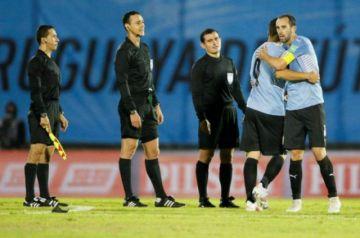 "Conmebol suspende a árbitros por ""errores graves"" que perjudicaron a Uruguay"