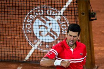 Habrá nuevo duelo Nadal-Djokovic en Roland Garros, que se queda sin campeona