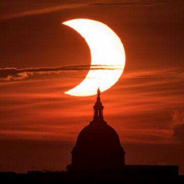 Eclipse solar parcial sobre el hemisferio norte