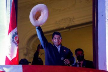 Perú: Indígenas advierten que marcharán a Lima para defender su voto por Castillo