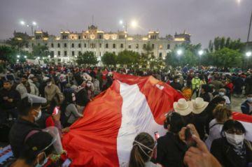 Perú cumple una semana sin saber quién será su nuevo presidente