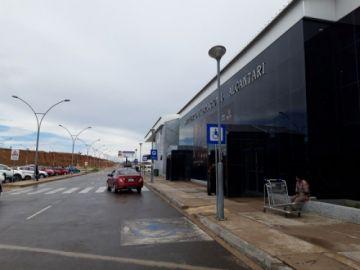 El aeropuerto abrirá desde las 19:00 y la terminal cierra sus puertas hasta este lunes