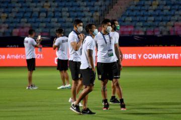 Bolivia mantiene en reserva los nombres de los jugadores contagiados con covid-19