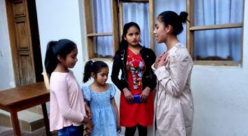 Niñas y jóvenes exploran el teatro en Misk'y Wasi