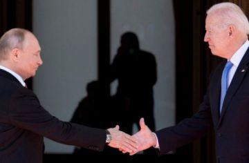 """Estados Unidos y Rusia celebran una """"constructiva"""" primera cumbre en la era Biden"""
