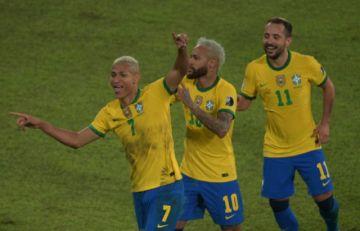 Brasil clasifica a cuartos de final de la Copa América al golear al debilitado Perú