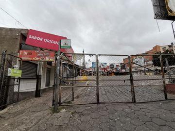 La terminal de buses y el aeropuerto Alcantarí ajustan sus horarios por el encapsulamiento de Sucre