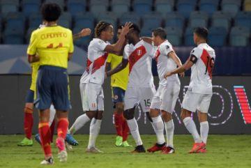 Perú toma aire con triunfo sobre una Colombia que se destiñe en la Copa
