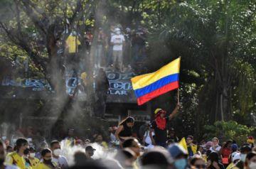 Un joven muere durante nuevas manifestaciones violentas en Colombia