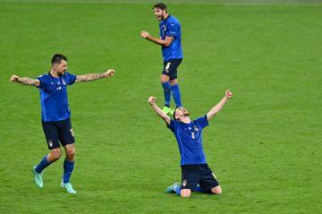 Italia y Dinamarca, a cuartos de la Eurocopa por vías diferentes