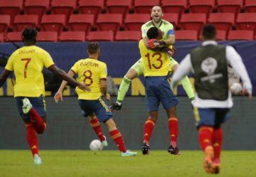 Colombia no perdona en los penales y avanza a semifinales de Copa América