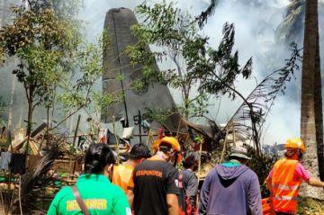 Sube a 45 la cifra de muertos en accidente de un avión militar en Filipinas