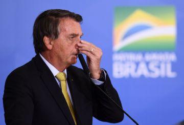 """Bolsonaro: """"Me cago"""" en la comisión que investiga compra de vacunas"""