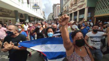 Multitudinaria e inédita protesta antigubernamental en pequeño pueblo de Cuba