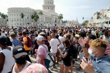 Cuba, sacudida por manifestaciones inéditas contra el gobierno