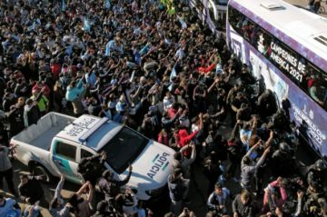 La Albiceleste llegó a Argentina custodiada por fuerte operativo