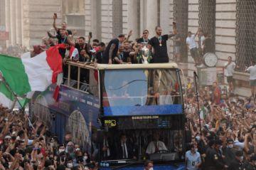 Los campeones italianos se dan un baño de masas en su regreso a casa